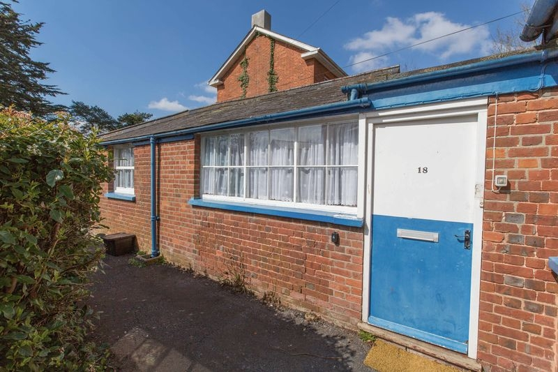 2 bedroom Ground Floor Flat flat for rent in Crediton