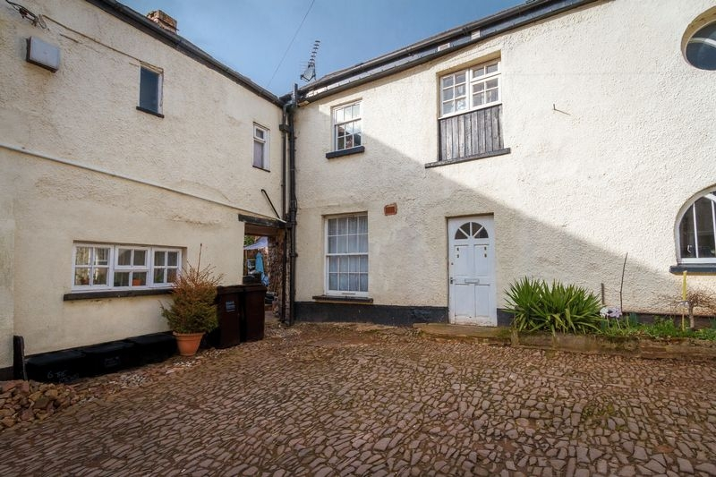 1 bedroom Terraced house for rent in Crediton