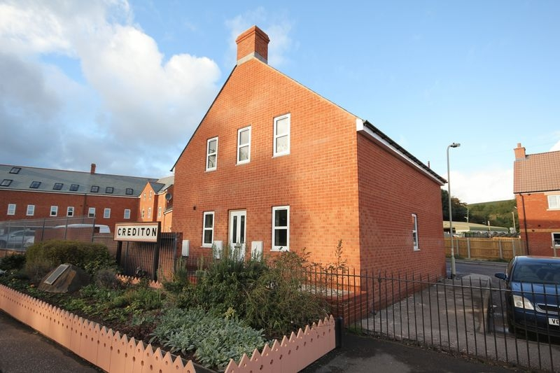 1 bedroom Upper Floor Flat apartment / studio for rent in Crediton