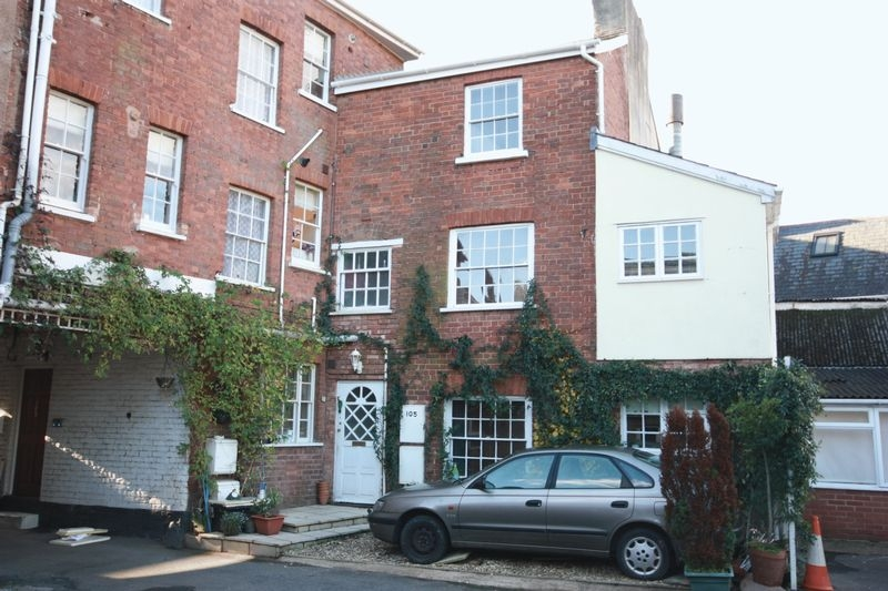 3 bedroom Terraced house for rent in Crediton