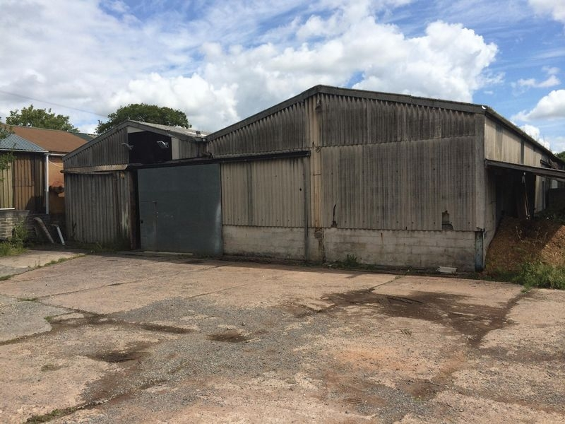 Detached commercial for rent in Crediton