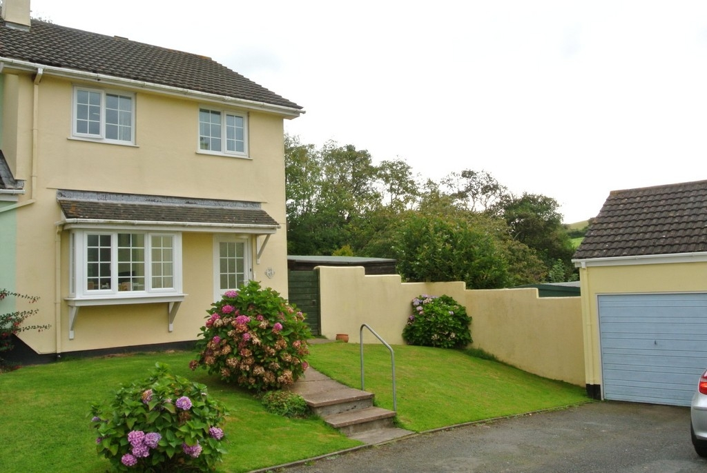 3 bedroom semi-detached house for rent in Kingsbridge
